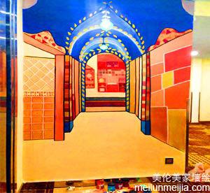 天津墙体彩绘公司绘制家庭装修中的客厅玄关处墙绘,方寸之地,玄关也是一道关隘.进进出出之间玄关自蕴玄机->